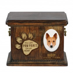Urn for dog ashes with ceramic plate and sentence