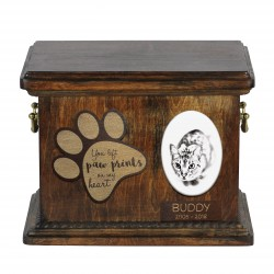 Urn for cat ashes with ceramic plate and sentence